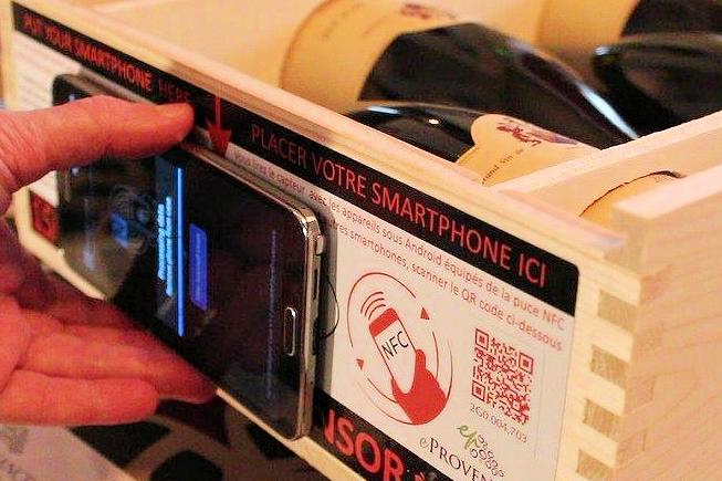 Caisse de vin connectée : objectif protéger les grands crus