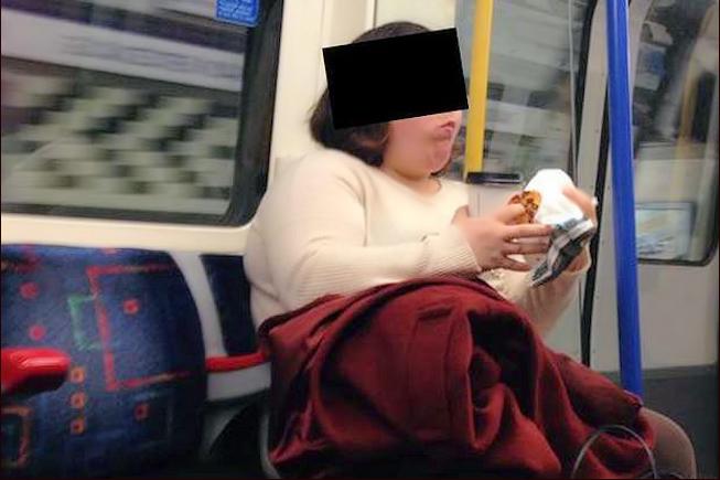 A Londres, les autorités réagissent à la page Facebook sur les femmes qui mangent dans le métro