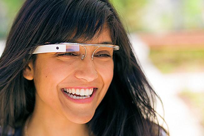 Une paire de Google Glass en test au Leclerc Drive de Toulouse
