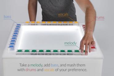 Créer de la musique en manipulant un jeu de cubes