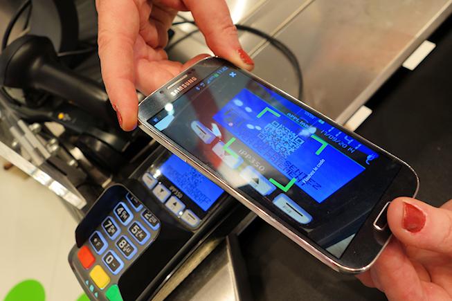 On a testé le paiement par mobile d'Auchan : aucun progrès pour le client