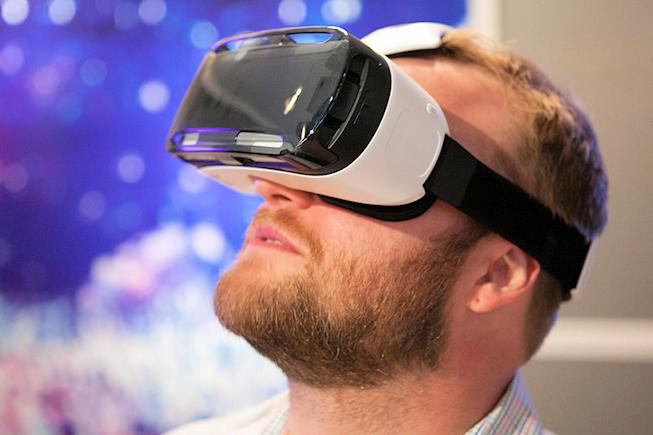 Ecran courbe et casque immersif avec les smartphones de Samsung à l'IFA