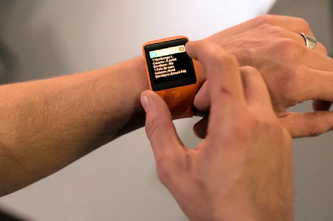 Serveurs connectés via leur montre au restaurant le Who's