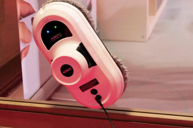 E.zicom, un robot laveur de carreaux… entre-autres