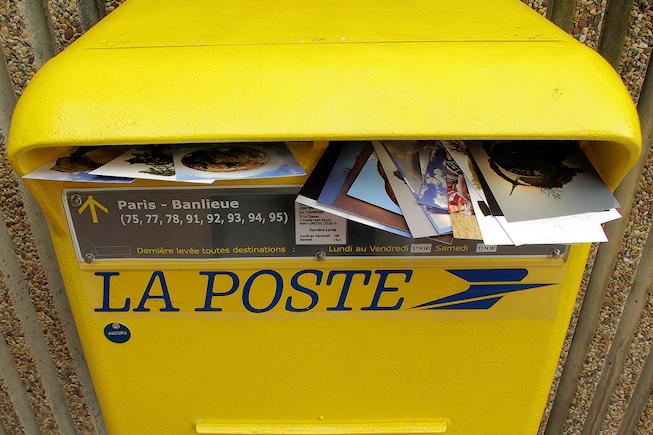 Des mois pour détecter qu'une factrice détournait le courrier