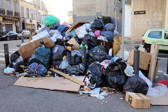 La localisation par GPS contribue à la grève des éboueurs de Marseille