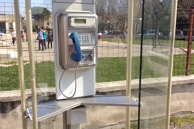 Orange libéré de ses cabines téléphoniques