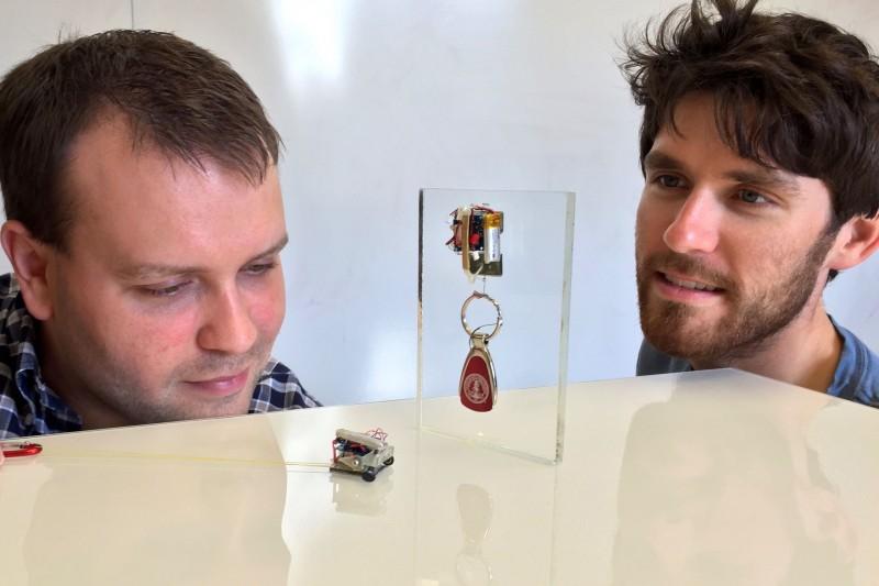 Des petits robots de 12 grammes capables de tirer jusqu'à 24 kilos