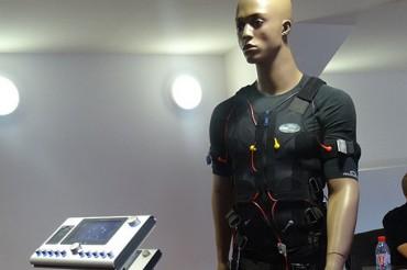 Un gilet bardé d'électrodes pour décupler son renforcement musculaire