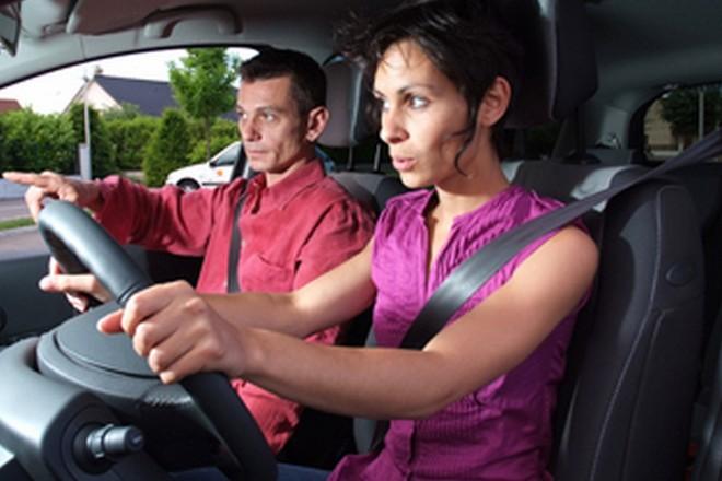 Après formation, les fonctionnaires peuvent faire passer le permis de conduire