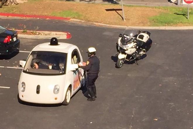 Une voiture Google arrêtée pour conduite trop lente