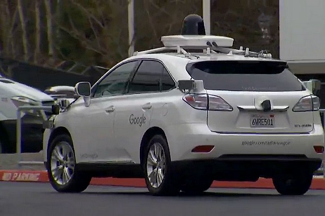 La Google car en test dans le mauvais temps à Kirkland, Etat de Washington