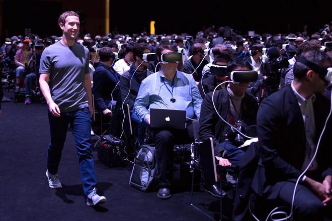 """Mark Zuckerberg : """"la réalité virtuelle va être la plateforme la plus sociale"""""""