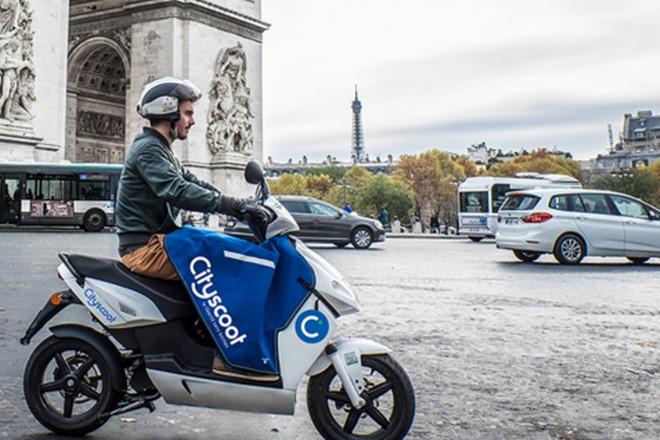 le scooter partage d bute mardi paris avec 150 scooters lectriques la revue du digital. Black Bedroom Furniture Sets. Home Design Ideas