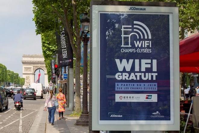 Du Wifi gratuit sur les Champs Elysées délivré par JCDecaux