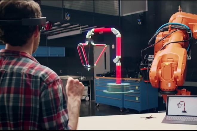Le casque de réalité augmentée Hololens de Microsoft disponible à l'achat