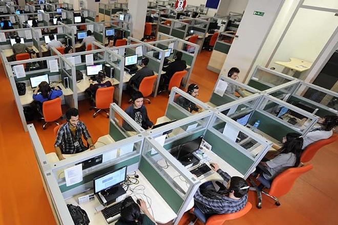 Centre d'appels : Teleperformance achète 8000 traducteurs pour 1,5 milliard de dollars