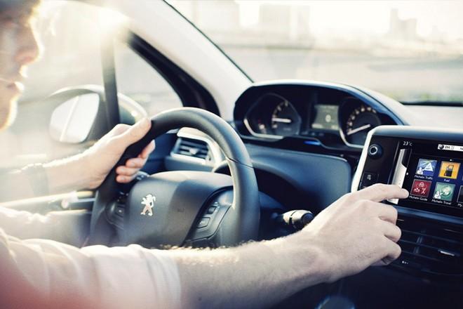 Peugeot Citroën teste la 5G pour ses voitures connectées