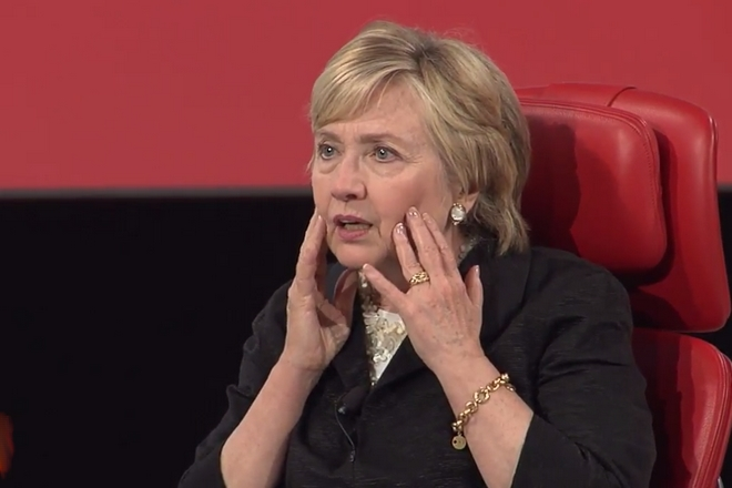 """Hillary Clinton : """"un millier d'agents russes ont diffusé des mensonges contre moi sur Facebook"""""""