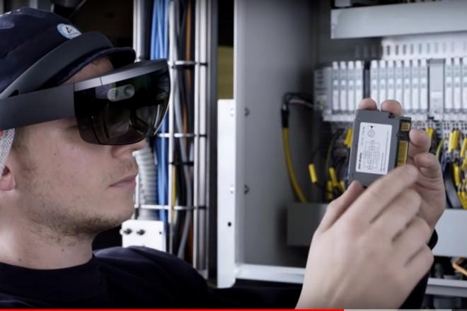Tetra Pak vendra ses machines outils avec un casque Hololens pour leur maintenance
