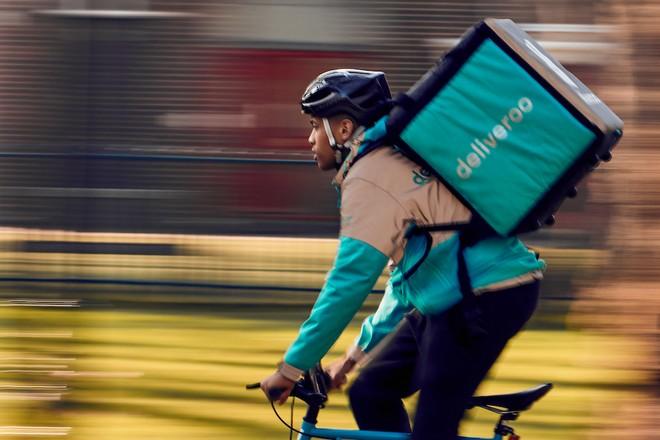 Deliveroo sort ses muscles dans la livraison de repas à domicile en France