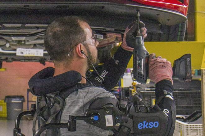 Ford déploie des exosquelettes pour soulager ses ouvriers