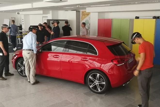 Mercedes monte à 100 casques Hololens pour ses formations internes