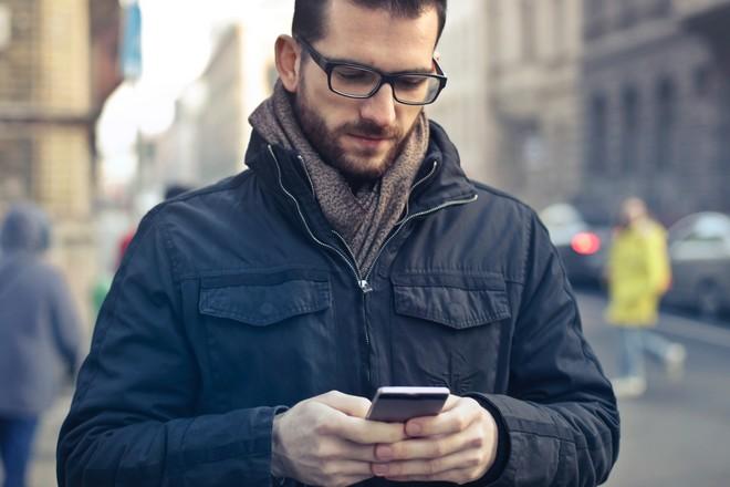 Le smartphone gagne du terrain dans les usages numériques des Français