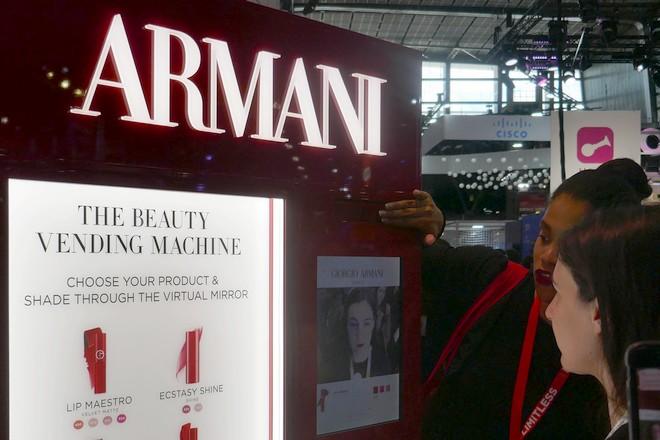 «Miroir, mon beau miroir»: le maquillage virtuel en action chez LVMH et L'Oréal