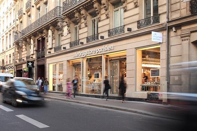 Le drugstore parisien teste le « drive to store »