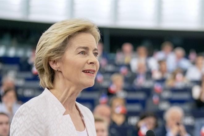 La Commission européenne veut placer l'IA sous contrôle des autorités