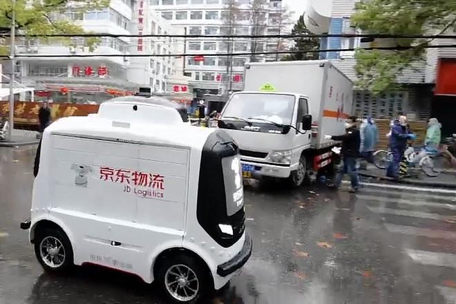 Face au coronavirus, le chinois JD.com présente ses drones et véhicules autonomes de livraison