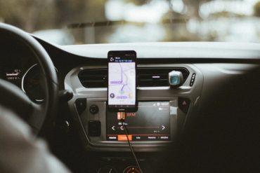 Uber vérifie par son application que ses chauffeurs sont bien munis de masques