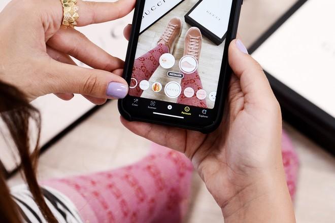 Les sneakers de Gucci essayés en réalité virtuelle chez Snapchat avant de les acheter