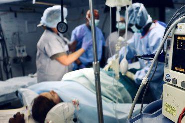 Des médecins qui dialoguent entre eux, un apport important de l'IA à l'hôpital de Valenciennes