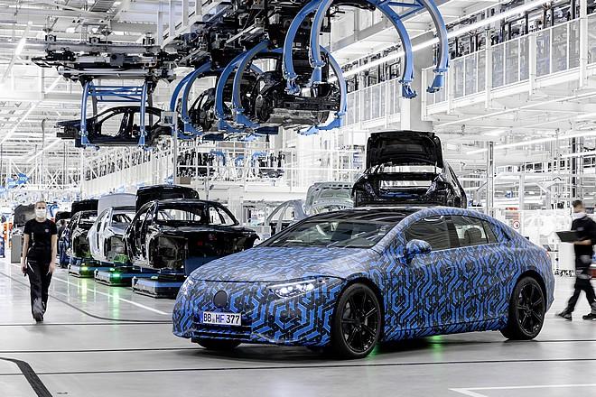 Mercedes adopte le multi Cloud hybride et veut un poste de travail intelligent