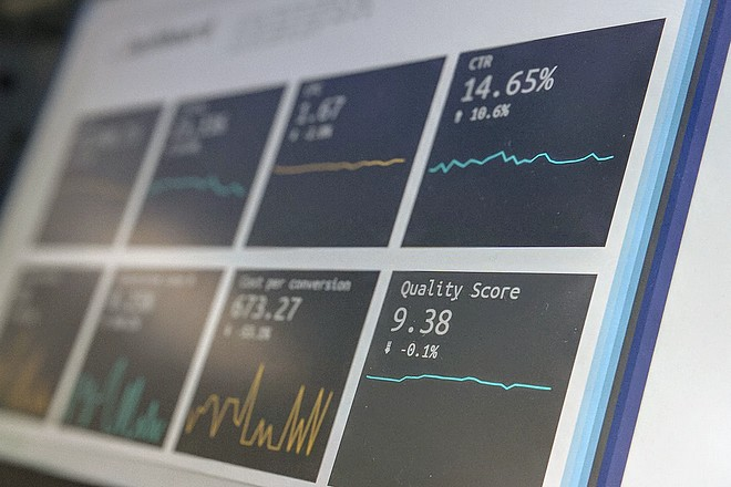 Plaintes contre la publicité digitale et les ventes de données personnelles aux enchères