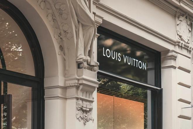 Chez LVMH, les ventes en ligne compensent en partie la fermeture des boutiques