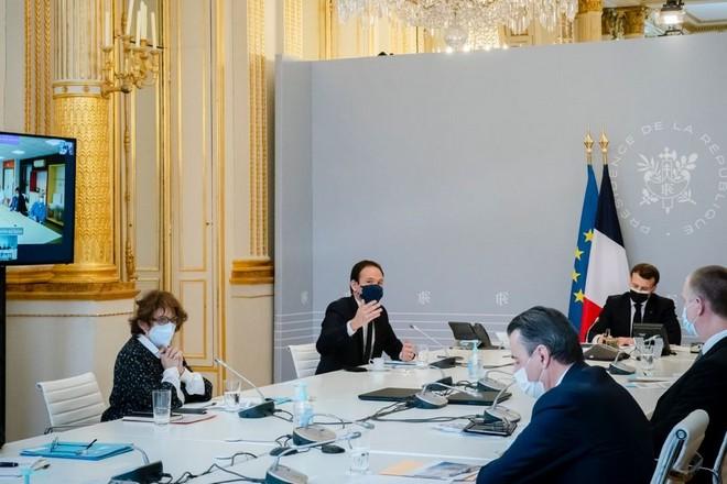 Emmanuel Macron appelle à une discipline collective en matière de cybersécurité