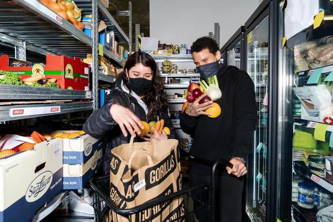 Des livraisons à domicile en 10-15 minutes, la nouvelle donne pour les commerces alimentaires