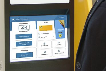 Les distributeurs de billets de la banque Caixa proposent une expérience web et de la reconnaissance faciale