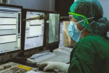 La Poste et le labo pharmaceutique Astrazeneka associés pour accélérer la santé digitale