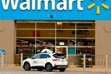 Tests de livraison par voitures autonomes menés par Walmart et Ford